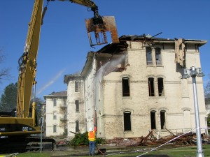 Demolition of Oregon State Hospital's J Building in 2009