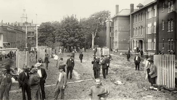 Shown above is the exercise yard at the Oregon State Insane Asylum in about 1905. (Photo no. OSH0023, Oregon State Hospital Records, OSA)